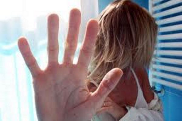 Il cartellone della Valdichiana Senese contro la violenza sulle donne