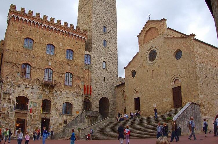San Gimignano: scambi di auguri alla Galleria d'Arte Moderna