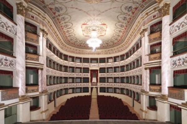 Si apre il sipario della stagione dei nuovi abbonamenti ai teatri di Siena